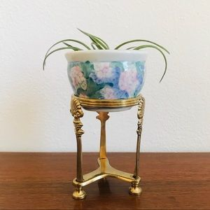 Vintage Accents - Mini Chinese pot and brass stand